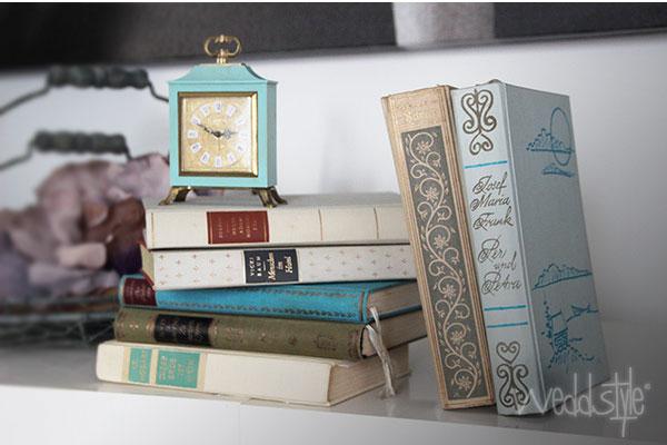 vintage hochzeitsdeko mit alten b chern weddstyle. Black Bedroom Furniture Sets. Home Design Ideas