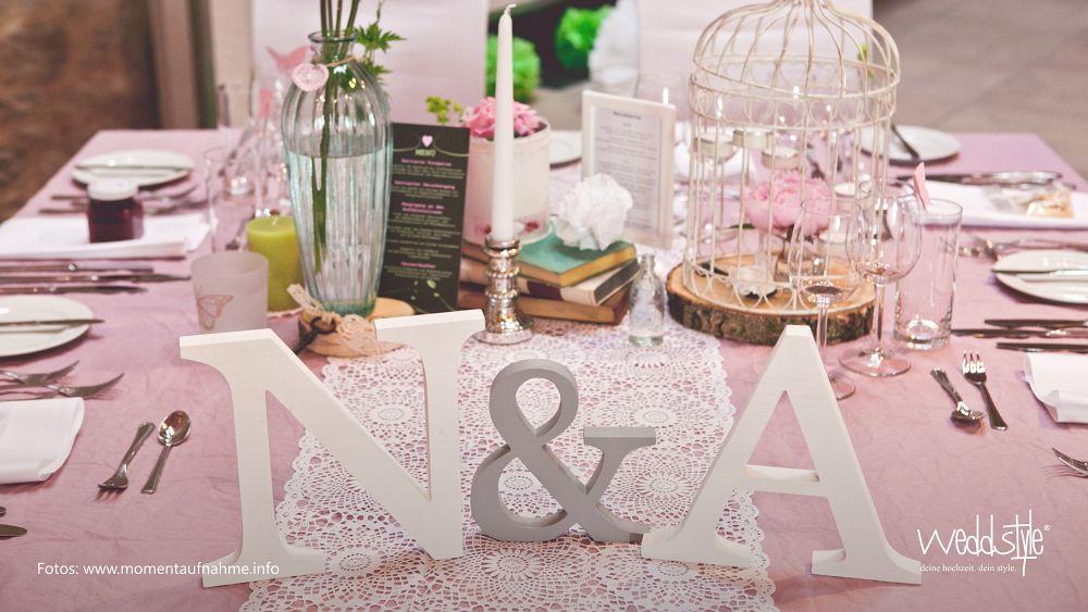 Rosa Farbakzente und Hochzeit in der Scheune